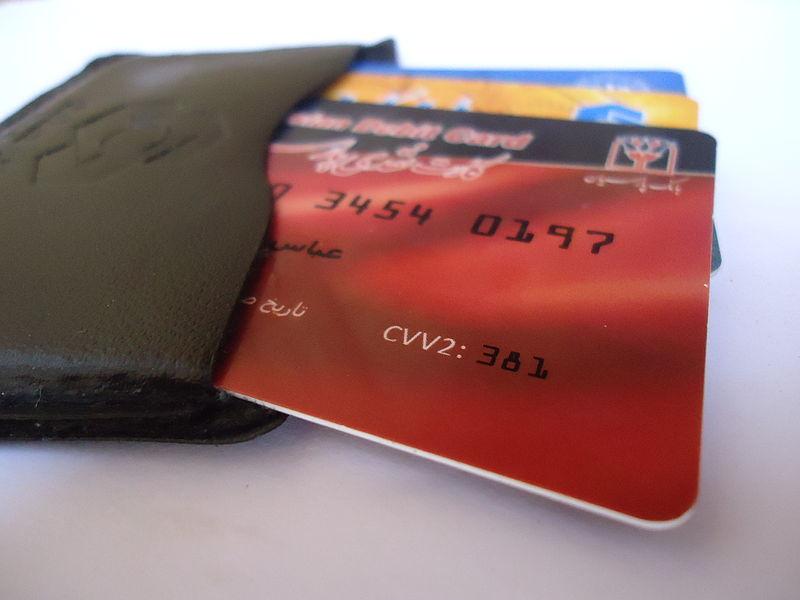 Debit_Card_By_Elph_(Own_work)_[CC-BY-SA-3.0_(http_creativecommons.org_licenses_by-sa_3.0)]_via_Wikimedia_Commons.jpg